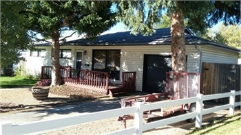 Charming 4 Bedroom, 2 Bath Home with Views of Pikes Peak